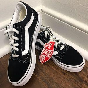 NWT Vans Old Skool Black & True White Shoes